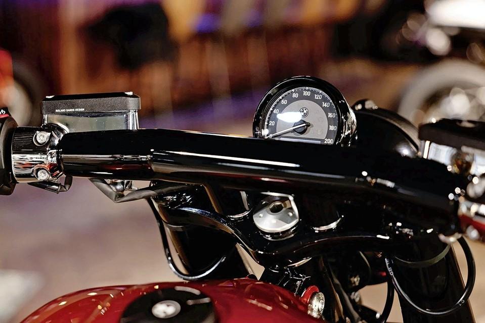 Het stuur is ook speciaal voor deze motor ontworpen.
