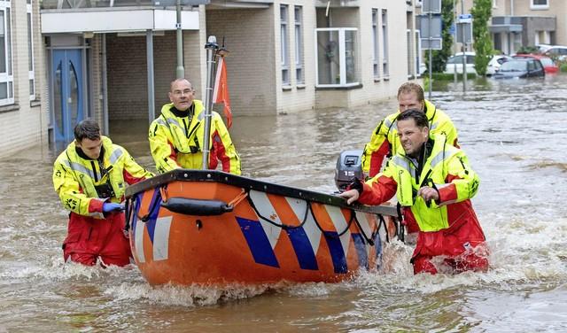 Reddingsvloot met veel vrijwilligers in Limburg: 'Al dat water moet door Nederland naar zee' [video]