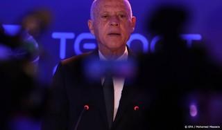 President Tunesië zet parlement buitenspel en stuurt premier weg