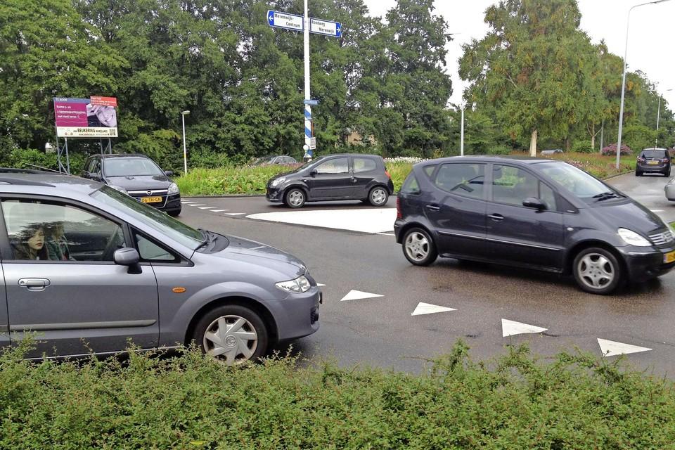 De Merenwijk heeft inmiddels een traditie van inwonersinitiatieven die leiden tot minder onveilige verkeerssituaties, zoals bij de plek waar IJsselmeerlaan en de rondweg in elkaar overgaan.
