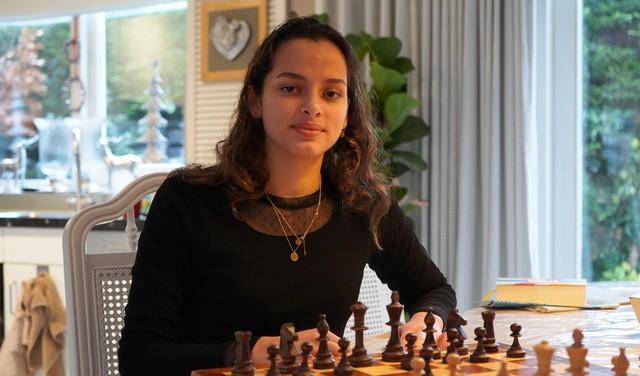 Leiderdorpse schaakkampioene: 'Het geeft me veel voldoening om van een jongen te winnen' [video]