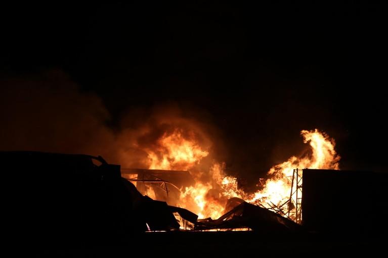 Grote brand in vrijstaande schuur in Lisserbroek [video]