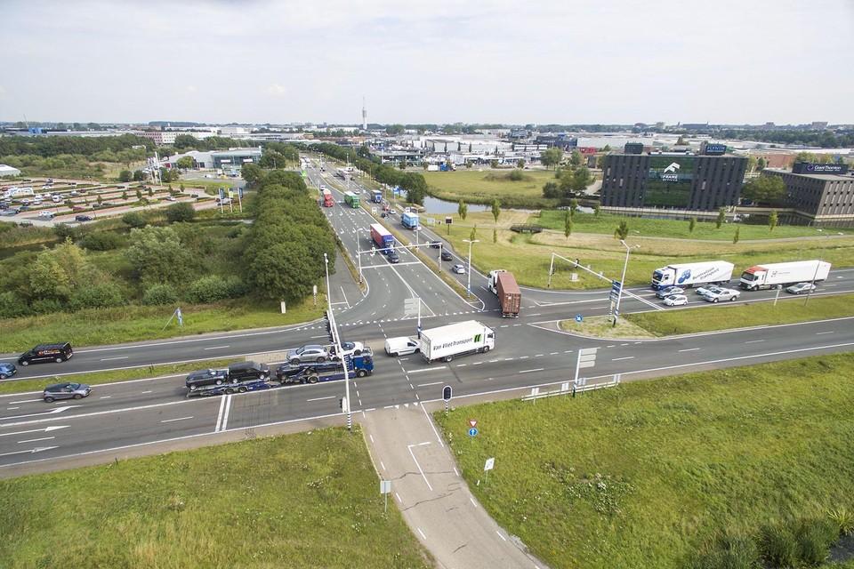 Kruising N11 en Leidse Schouw bij Alphen aan den Rijn.
