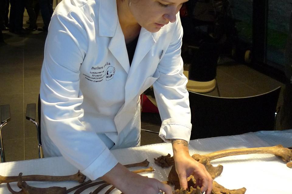 Barbara Veselka zoekt naar sporen van de Engelse ziekte.
