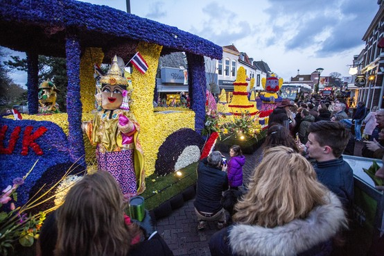 Bloemencorso door de Bollenstreek: 'In Moskou is het nu warmer'