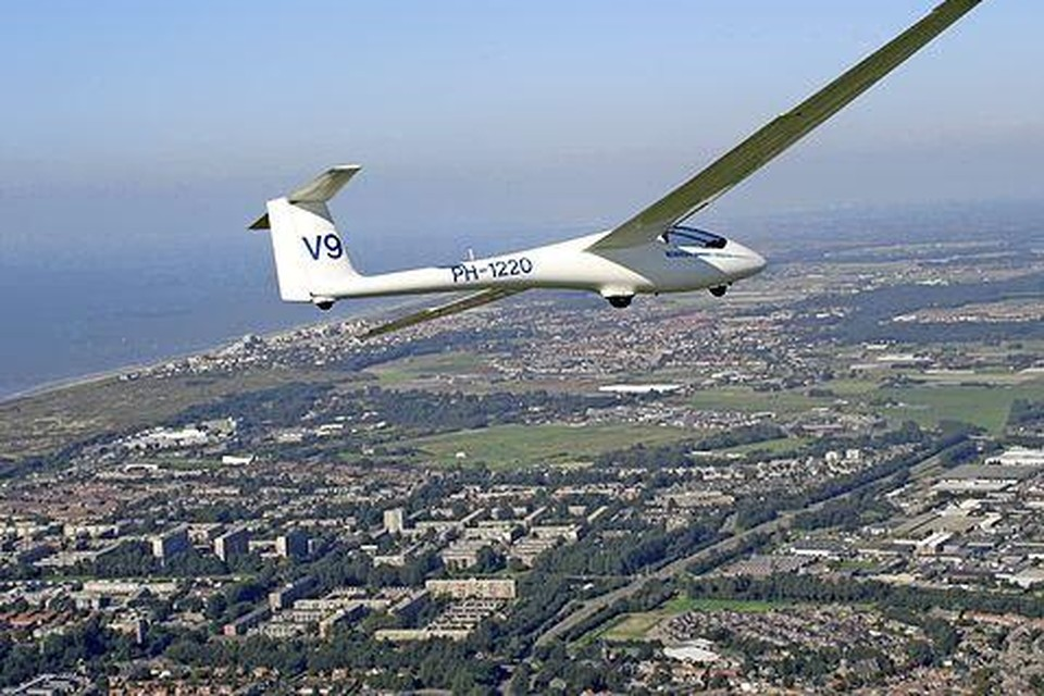 Andere tijden: zweefvliegen boven Katwijk.