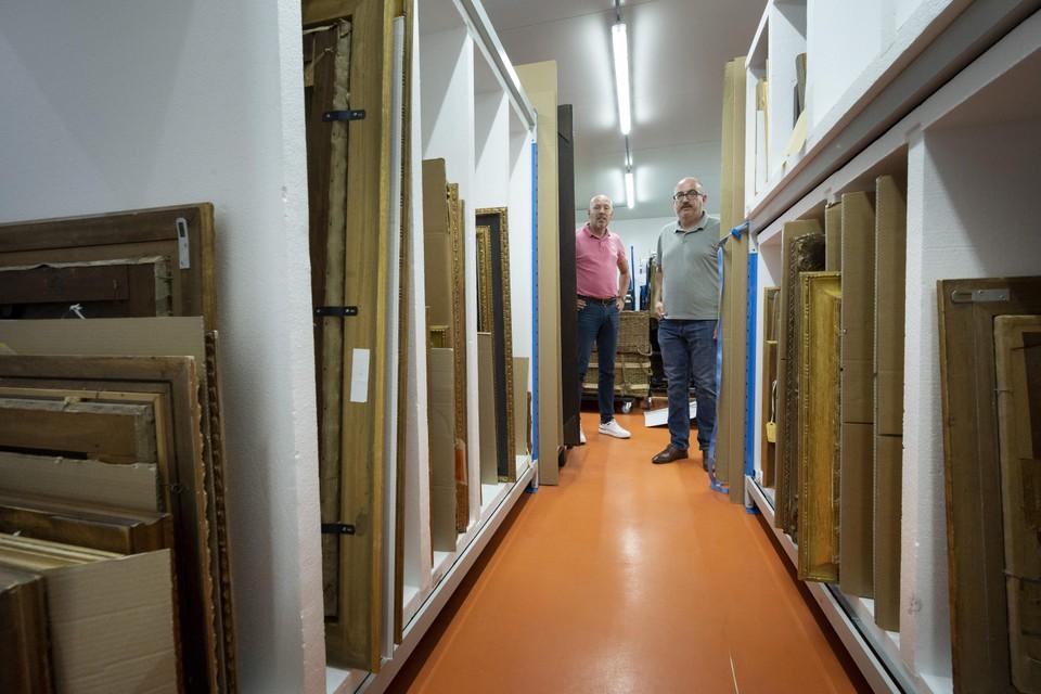 Wouter Hijnberg (l) en Frank Kloppert in een van hun depots.