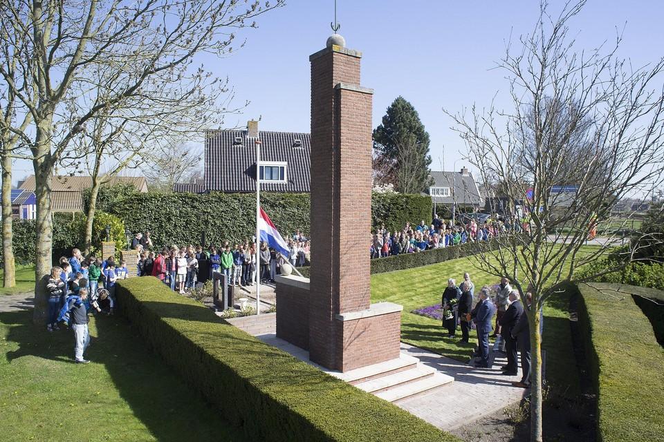Herdenking van de gefusilleerden bij het monument in Sint-Pancras.
