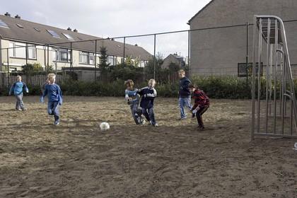 Burgemeester van Leiderdorp sluit voetbalkooi Nievaartpad
