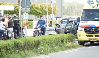 Aanrijding tussen auto en scooter in De Zilk; opzittenden naar ziekenhuis