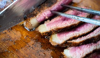Het echte zomergevoel? 'Barbecue aan en de tijd nemen voor heel veel lekker eten'