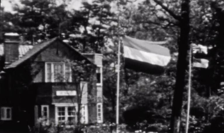 Nieuwslezer Frits Thors maakte unieke beelden van bevrijding van Baarn en Hilversum; 'Heel Baarn was één groot feest', de Maple Leaf Club in Hilversum, en de Duitsers die verdwijnen op onze fietsen