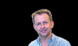 'Hoezo zijn de medische gegevens in het Servisch', reageer ik balend. 'Ieder goed opgeleide dokter kan Engels' | column huisarts André van Loenen