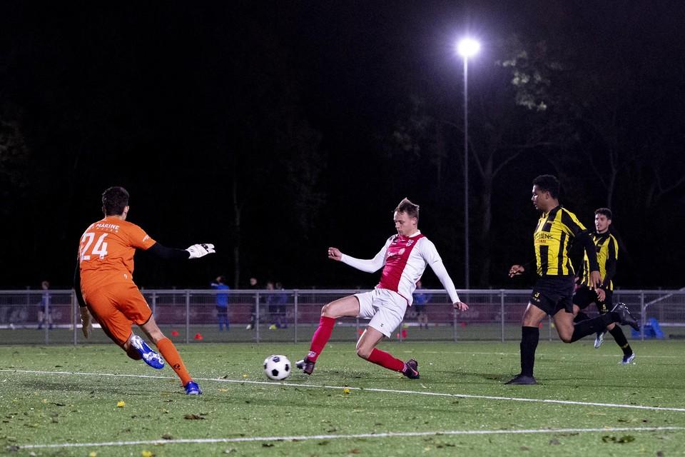 Op aangeven van Sieb Rutgers maakt Max van Gent de 1-1.