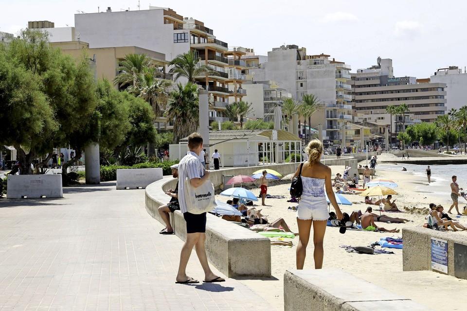 De boulevard in de badplaats El Arenal op Palma de Mallorca.