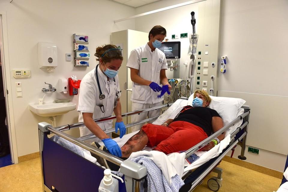 Vijftien acteurs van de stichting LOTUS werden 'zwaargewond' afgevoerd naar het LUMC.