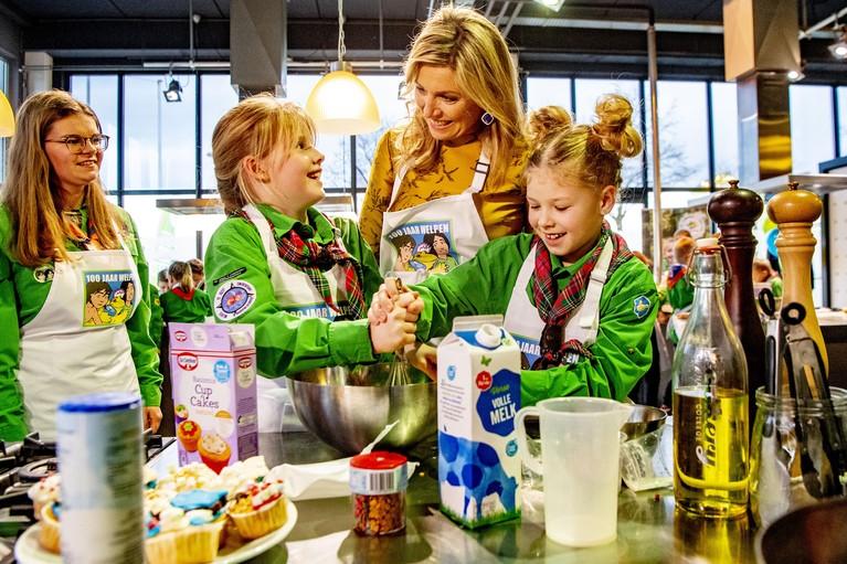 Beschermvrouwe bezoekt welpen in Noordwijkerhout: 'Koningin Máxima heeft ons uitstekend geholpen' [video]