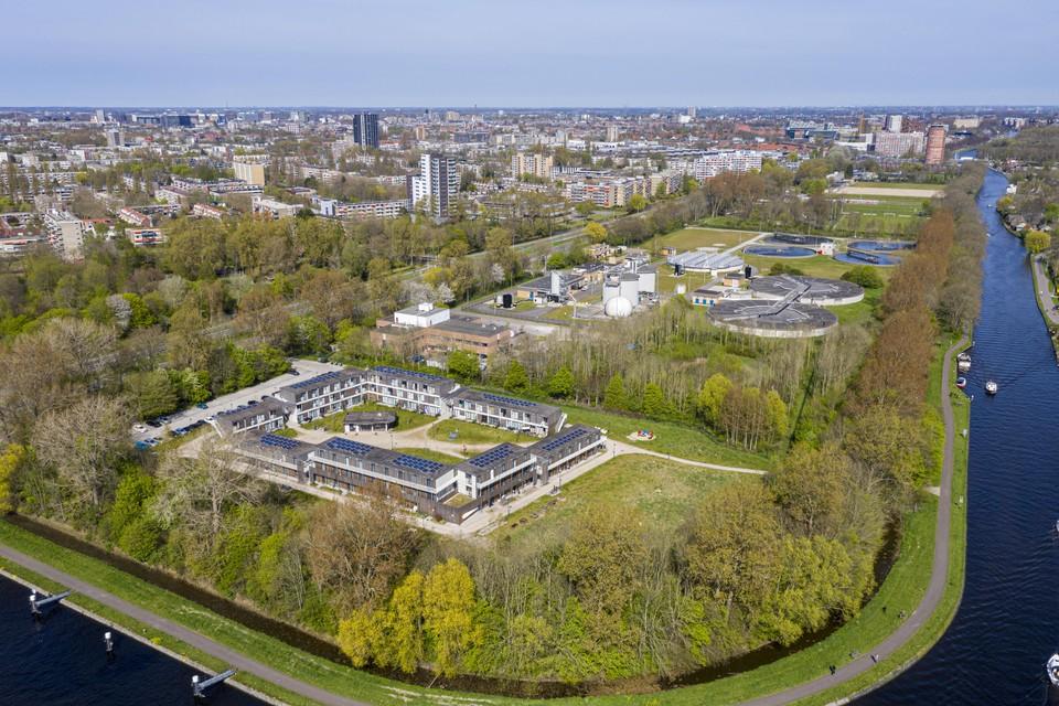 Een creatieve oplossing voor de woningnood: Het Nico van der Horstpark is een prefabwijkje dat begin 2018 in een paar maanden tijd werd neergezet op de grens van Leiden en Voorschoten. Het wijkje biedt woonruimte aan vijftig statushouders en vijftig sociale huurders.