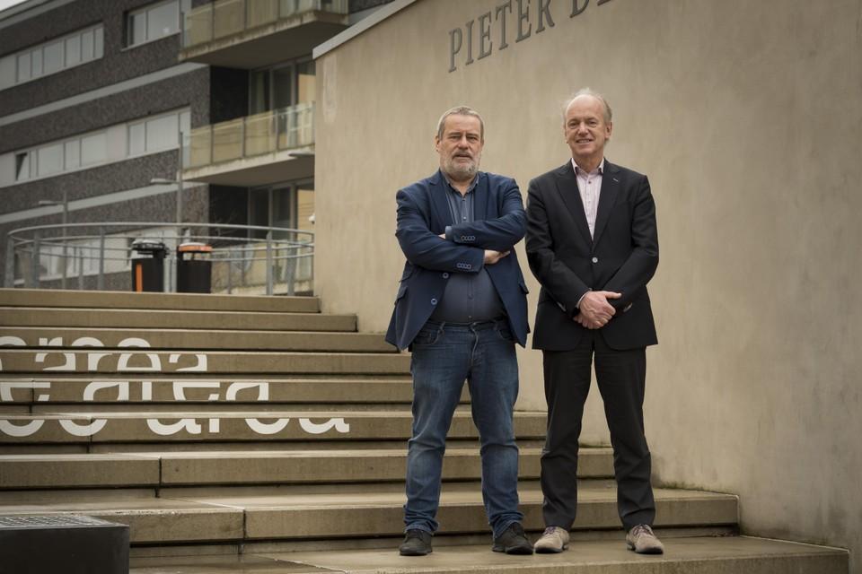 Hoogleraren politicologie Joop van Holsteijn en Ruud Koole.