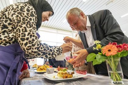 Groeten uit de Slaaghwijk: Na de afvalcoach komt de camera