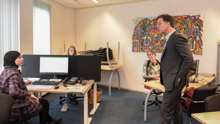Premier Mark Rutte in Leiden voor informatie over coronavirus