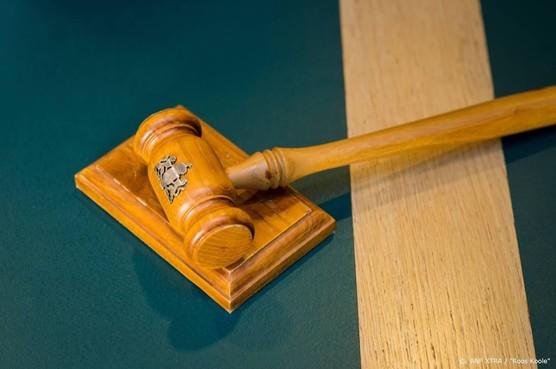 Man die bejaarde vrouw overreed voor rechter