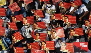 'Aung San Suu Kyi naar andere locatie verplaatst door leger'