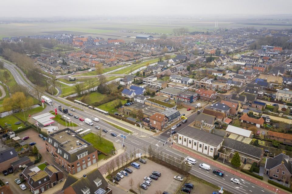 dronefoto Dorpsstraat en N209 in Hazerswoude-dorp dronefoto Dorpsstraat en N209 in Hazerswoude-dorp