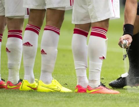 Ajax scoort zeven keer in oefenduel tegen VVSB