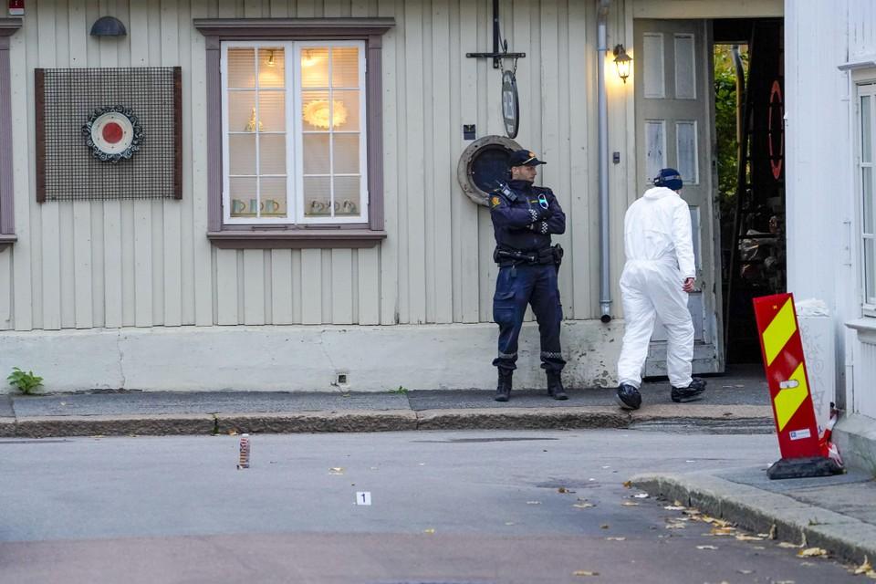 Politieonderzoek bij een pand met aan de gevel een mogelijk oefendoelwit.