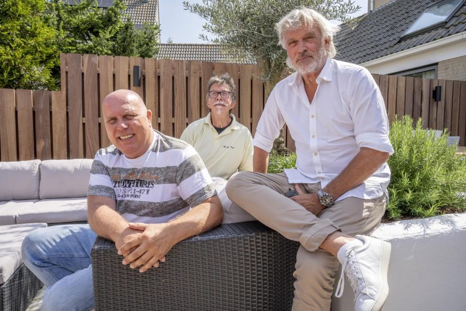 Ed Schildknegt, Gerard Schildknegt en Ron Bouwmeester (vlnr). Met z'n drieën verbouwen ze een huis in Frankrijk waar collega's met burn-out of PTTS tot rust kunnen komen.