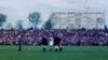 Kinderen in het gras, politie te paard, Kick in een roodbroek en Abe met pompeblêd: Nieuw beeld uit 1948 geeft prachtig sfeerbeeld van topwedstrijd Heerenveen - Haarlem