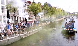 ZZ Leiden gehuldigd met rondvaart door het centrum: bekijk hier een videoverslag