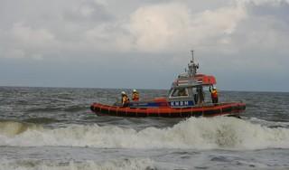 Reddingsactie voor steeds verder zwemmende hond in zee bij Noordwijk