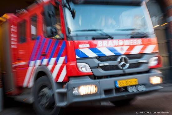 Zeer grote brand bij autobedrijf in De Lutte onder controle