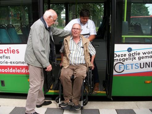 Steekproef in onder meer Leiden: met de bus reizen is lastig voor mensen met een beperking