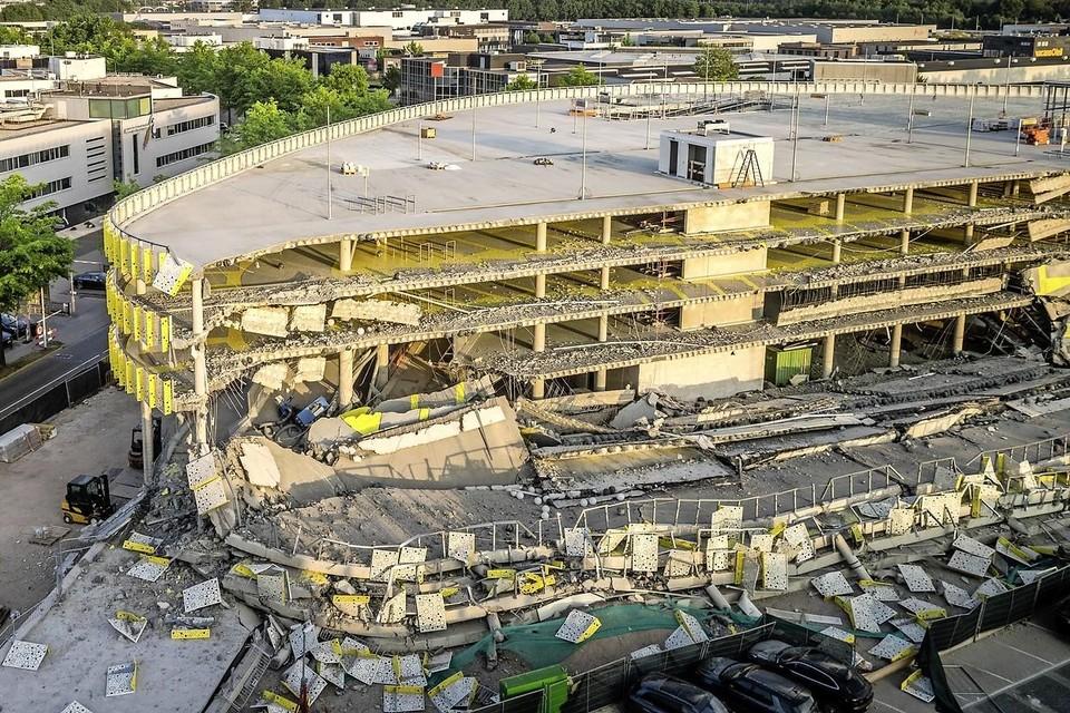 2017: Ravage bij de nieuwe parkeergarage bij Eindhoven Airport. Een deel van de parkeergarage in aanbouw is ingestort.