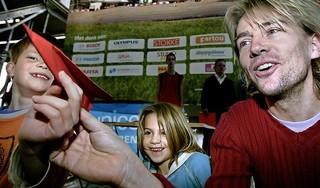 Merlijns zoektocht naar vader Antonie Kamerling: 'Die blonde man was mijn vader niet; dat was een bekend iemand waar ik zo min mogelijk van wilde weten' [video]