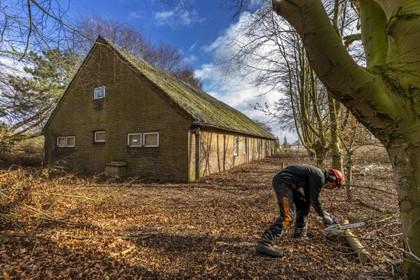 Vier militaire barakken op vliegkamp Valkenburg toegankelijk gemaakt voor opknapbeurt; sloopmachines voorlopig niet in zicht