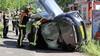Auto komt op z'n kant op het fietspad terecht na frontale botsing in Lisse, omstander springt net op tijd weg