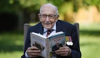 Nabestaanden nemen afscheid van Britse coronaheld 'Captain Tom'