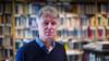 Vechtpartijen, rechtszaken en polemieken in literair Nederland: Nico Keuning zet in 'Met scherpe pen' de rellen op een rij