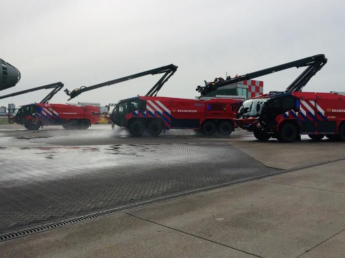 Brandweer Schiphol kan ook vliegtuig doorboren [video]