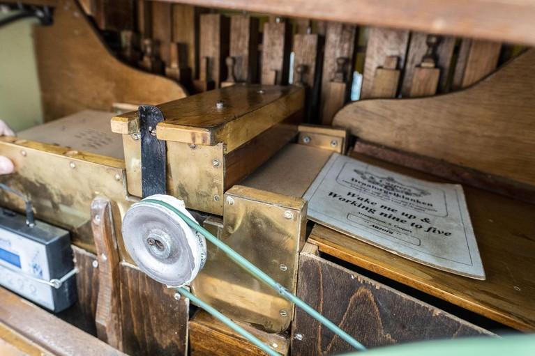Leidse orgeldraaier Jordy Pastoor (18) is blij met plaatsing op de lijst met immaterieel cultureel erfgoed: 'Tegen ons wordt vaak gezegd: ''Ga 's weg met dat ding''' [video]
