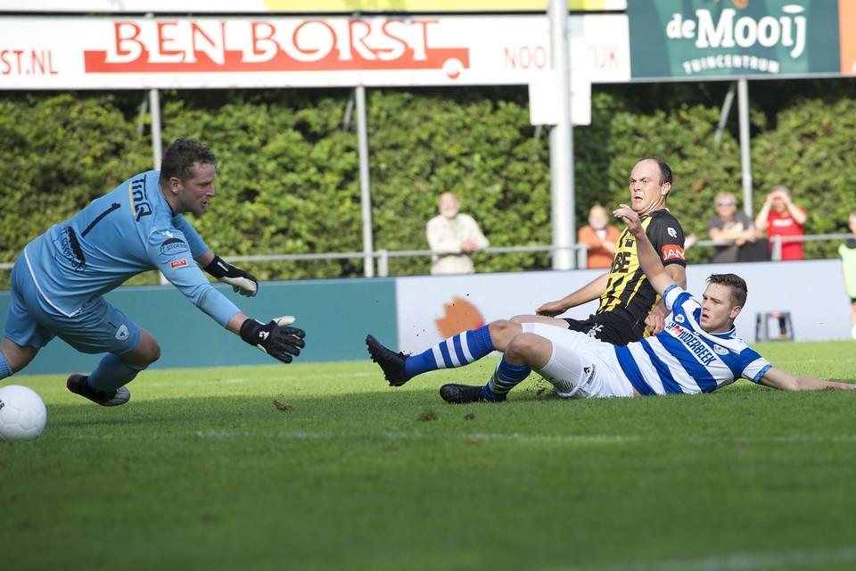 Ian van Otterlo glijdt de bevrijdende 3-1 binnen.