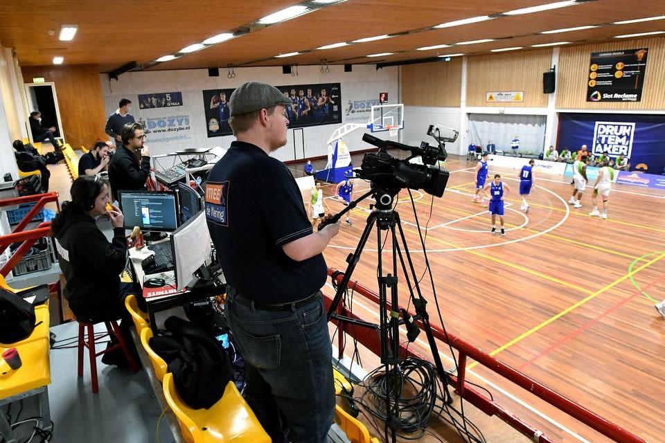 Een uitgebreid team verzorgt bij Den Helder Suns de livestream tijdens de thuiswedstrijden.