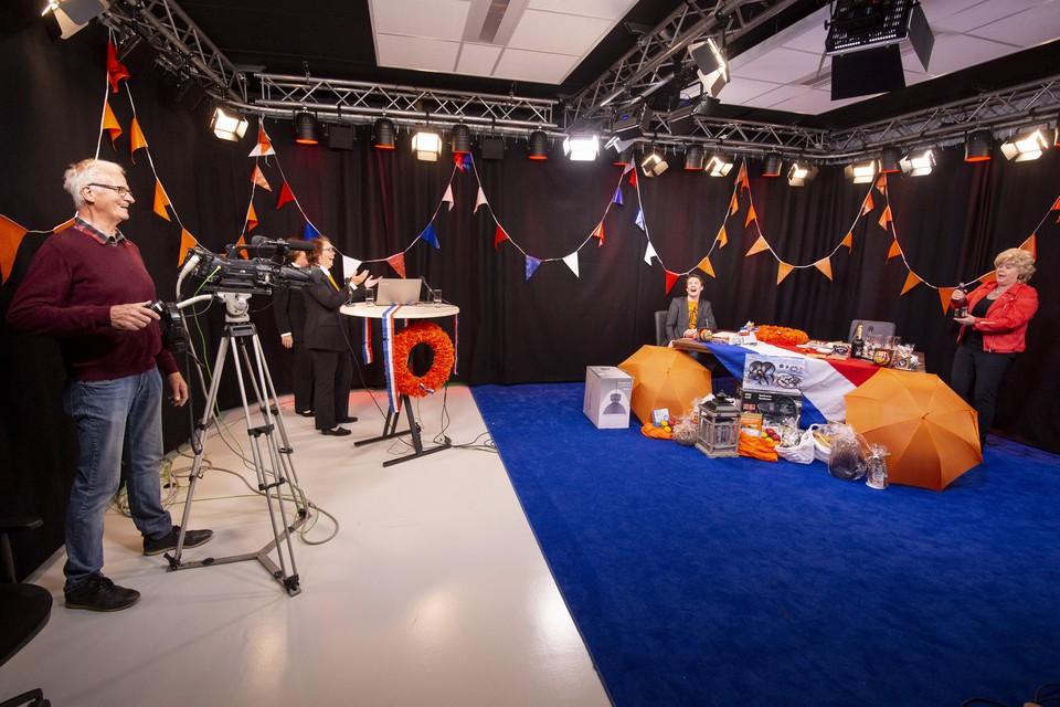 Een uitzending in de nieuwe studio van RTV Katwijk, afgelopen jaar op Koningsdag.