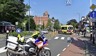 Vrouw geschept door auto op zebrapad aan de Geversstraat in Oegstgeest