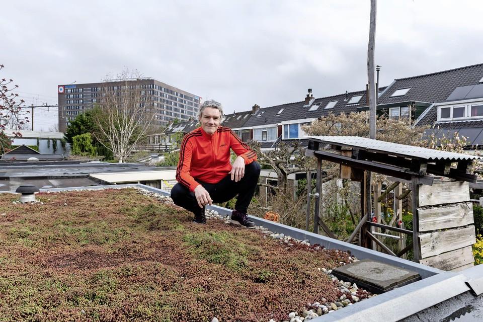 Luuk Jacobs begon met zijn buurmannen een actie om de bewoners van de De Wetstraat in Leiden aan de zonnepanelen te krijgen.