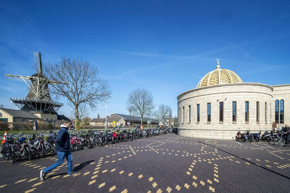 De Al Hijra moskee aan de Haagweg.